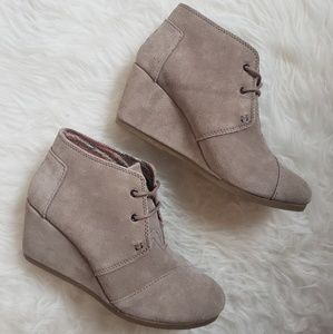 TOMS Suede Lace-Up Booties (Sz 8) *NEVER WORN